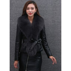 Elegant short leather jacket - with fur collar
